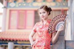 Asiatisk kinesisk kvinna i traditionell kines arkivbilder