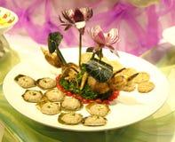 Asiatisk kokkonst, köttpajen och lotusblomma för traditionell kines rotar, kinesisk mat, traditionell asiatisk kokkonst, läcker a Arkivbilder