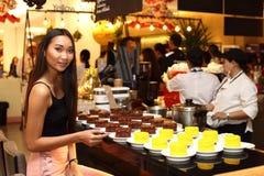 Asiatisk kvinna för sminkhårstil inget retuschera, den nya framsidan Royaltyfri Fotografi