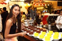 Asiatisk kvinna för sminkhårstil inget retuschera, den nya framsidan Arkivfoton