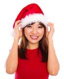 Asiatisk kvinna i den Santa Claus hatten Arkivfoto