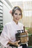 Asiatisk kvinna i yukata Royaltyfria Foton