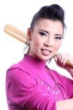 Asiatisk kvinna med baseballslagträet Arkivbilder