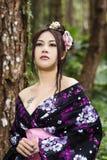 Asiatisk kvinna med den japanska kimonot Royaltyfri Bild