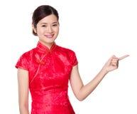 Asiatisk kvinna med fingershow ut Royaltyfri Fotografi