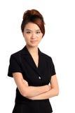 Asiatisk kvinna med vikta armar Fotografering för Bildbyråer