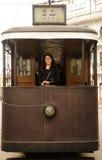 Asiatisk kvinna på den gamla kinesiska spårvagnen Arkivbilder
