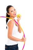 Asiatisk kvinna som äter och bor som är sund Fotografering för Bildbyråer