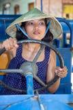 Asiatisk kvinna som kör bussen Royaltyfria Bilder