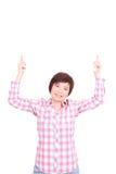 Asiatisk kvinna som rymmer det vita brädet med leendeisolaten Royaltyfri Foto