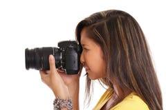 Asiatisk kvinna som tar ett foto Arkivbild