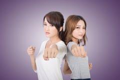 Asiatisk kvinnakamptogethe arkivbild