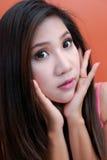 Asiatisk kvinnastående Royaltyfria Bilder