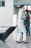 Asiatisk kvinnlig flygvärdinna i internationell flygplats av Incheo Arkivfoton