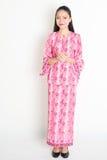 Asiatisk kvinnlig hälsning för Southeast royaltyfria foton
