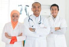 Asiatisk lagstående för medicinska doktorer arkivfoto