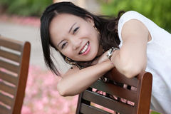 asiatisk leendetandkvinna Arkivbild