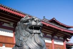 asiatisk lionskulptur fotografering för bildbyråer