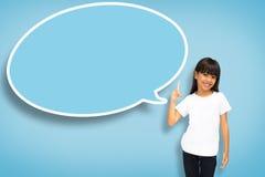 Asiatisk liten flicka med den blanka anförandebubblan Arkivfoto