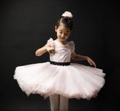 Asiatisk liten flickaballerina Arkivfoto