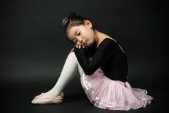 Asiatisk liten flickaballerina Royaltyfri Fotografi