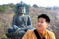 Asiatisk man i lopp royaltyfri bild