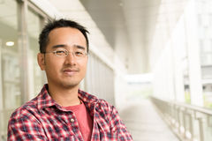 Asiatisk man med exponeringsglas Arkivfoton