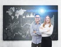 Asiatisk man och kvinna och grafer Arkivfoto