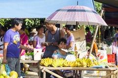 Asiatisk marknad för by Arkivfoto