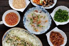 Asiatisk mat, feg risvälling, chaogummin royaltyfri fotografi
