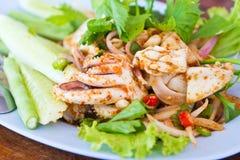 asiatisk mat gjorde den kryddiga tioarmad bläckfisk Arkivfoto