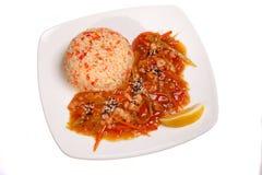 Asiatisk mat - grillade kött och grönsaker och ris Royaltyfri Bild