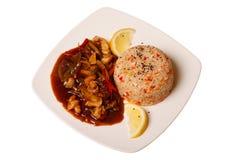 Asiatisk mat - grillade kött och grönsaker och ris Arkivfoto