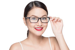 Asiatisk modellflicka för skönhet med bärande exponeringsglas för perfekt hud, isola Royaltyfria Foton