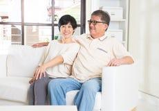 asiatisk parpensionär fotografering för bildbyråer