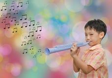 Asiatisk pojke med trumpeten Royaltyfri Fotografi