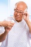 asiatisk sjukvårdpensionär Royaltyfri Foto