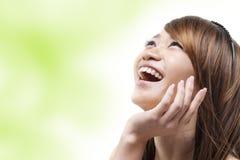 asiatisk skratta kvinna royaltyfri fotografi