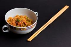 Asiatisk specialitet och pinnar! royaltyfri bild
