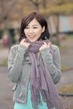 Asiatisk stående för ung kvinna Arkivfoto