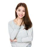 Asiatisk stående för ung kvinna arkivbild