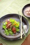 Asiatisk stekte grönsak och fisk Arkivbilder