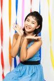 Asiatisk thailändsk flickaöverraskning arkivfoton