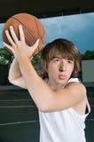 asiatisk tonårs- basketpojke Arkivbild
