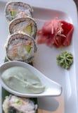 Asiatisk traditionell disk av specialitetrullar och sushi Royaltyfri Bild