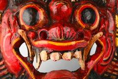 Asiatisk traditionell träröd målad demonmaskering Royaltyfria Bilder
