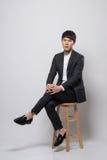 Asiatisk ung affärsman i studio Royaltyfria Bilder
