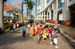 Asiatisk unge, utomhus- aktivitet, vietnamesiska förskole- barn Royaltyfri Fotografi