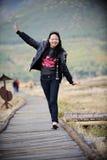 asiatisk utomhus- nätt kvinna arkivfoton