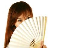 asiatisk ventilatorflickaholding Arkivfoto